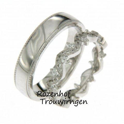 Een trouwringenset als deze, kan niet ontbreken in de Top 20 van Rozenhof Trouwringen. trouwringen met diamanten zijn mega trendy. Deze elegante trouwring ook.