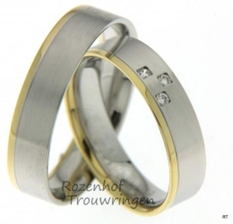 Te gekke, bicolor trouwringen van wit- en geelgoud van 5 mm breedte met 3 briljant geslepen diamanten van in totaal 0,045 ct.