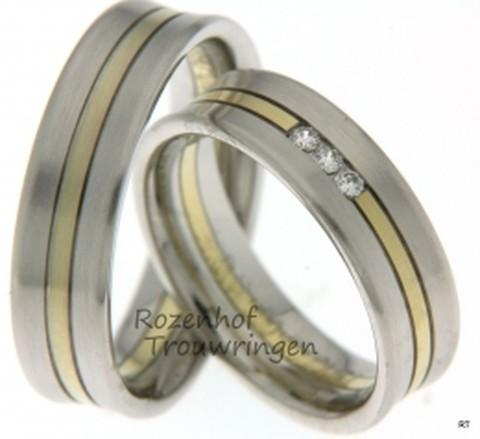 Levendige, bicolor trouwringen van witgoud en geelgoud van 6 mm breedte met 3 briljant geslepen diamanten van in totaal 0,09 ct.