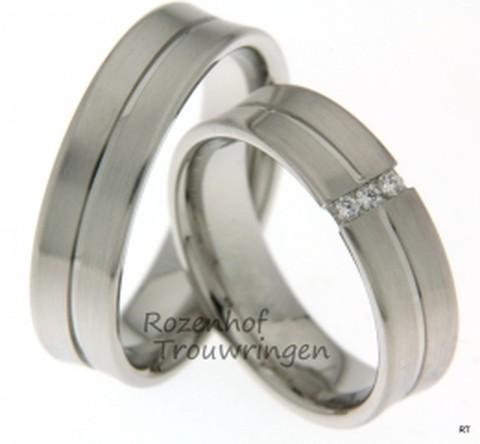 Trendy witgouden trouwringen van 6 mm breed met 3 briljant geslepen diamanten van samen 0.075 ct.