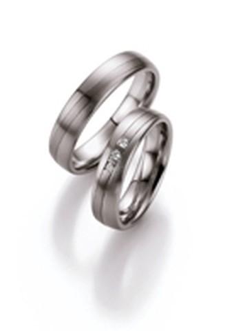 Palladium trouwringen van 5 mm breedte met 3 briljant geslepen diamant van in totaal 0,045 ct.