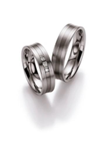 Strakke, palladium trouwringen van 5,5 mm breedte met 3 briljant geslepen diamanten van in totaal 0,09 ct.