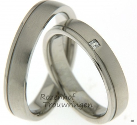 Deze trouwringen zijn op een exclusieve manier uitgevoerd, namelijk in platina. De ringen hebben een breedte van 4,5 milimeter. Deze ringen beschikken ook over een prachtige diamant van 0.04 karaat in een princess geslepen vorm. Deze touwringen zijn beschikbaar in palladium, platina en witgoud.