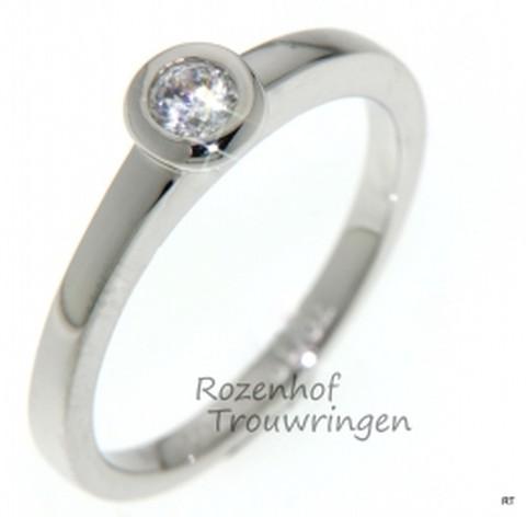 Witgouden verlovingsring met 1 schitterende diamant briljant geslepen.