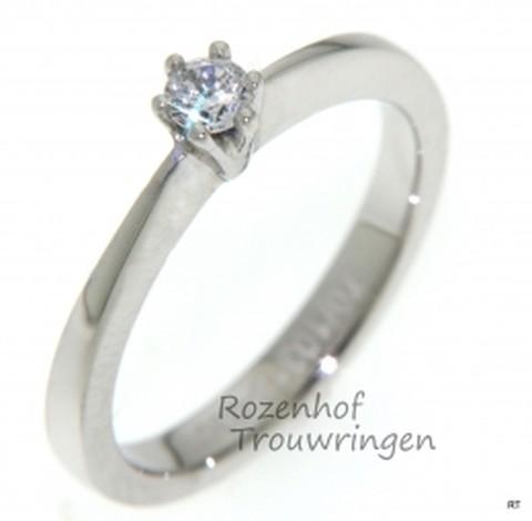 Witgouden verlovingsring met 1 schitterende diamant, briljant geslepen.