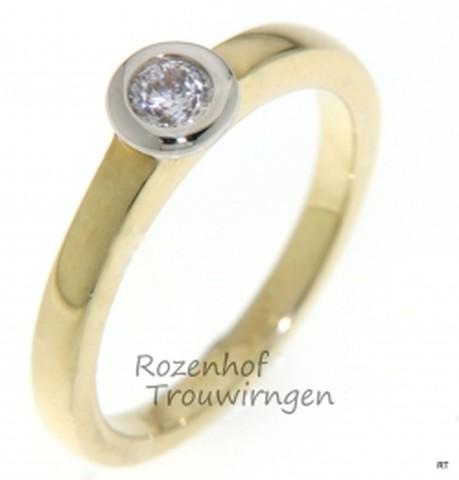Verlovingsring in witgoud en geelgoud met 1 schitterende diamant briljant geslepen.