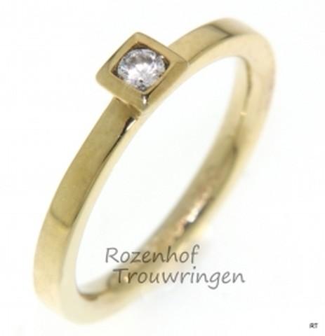 Geelgouden verlovingsring met 1 schitterende diamant, briljant geslepen.