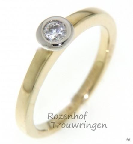 Bicolor verlovingsring met 1 schitterende diamant, briljant geslepen.