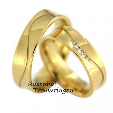 Vlotte, geelgouden trouwringen met schitterende kronkel