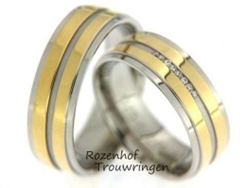 Gelaagde, tweekleurige trouwringen van 6,5 mm breed. De ringen zijn gelaagd opgebouwd en bestaan uit een witgouden ring met daarbovenop twee banen van glanzend geelgoud. In de dames trouwring zijn 8 briljant geslepen diamanten gezet.