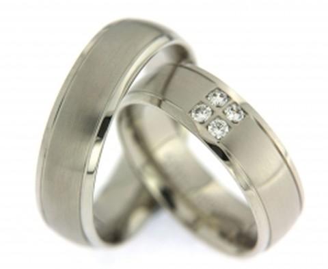 Tijdloze, witgouden trouwringen met diamanten
