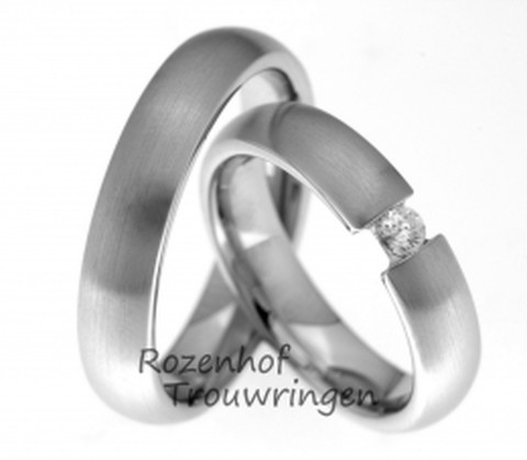 Klassieke eenvoud met schitterende diamant