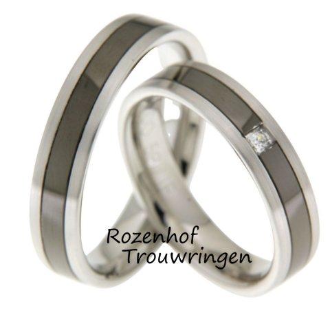 Black beauty! Prachtig van kleur zijn deze witgouden trouwringen met de mysterieuze donkere ruthenium kleur. De ringen zijn 5 mm breed en hebben een matte finish. De dames trouwring is verrijkt met een prachtige princess geslepen diamant van 0,06 ct.