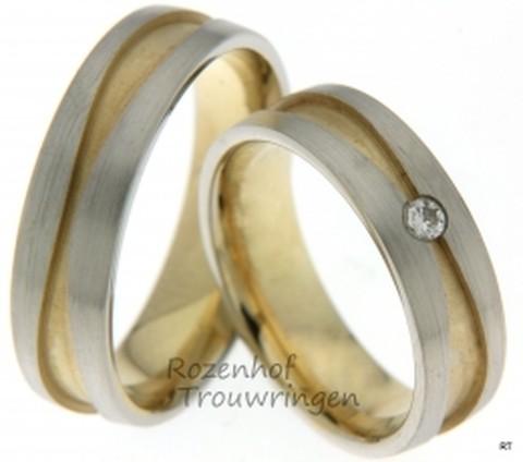 Mooie gelaagde ringen van witgoud en geelgoud met matte finish. De ringen zijn 6 mm. breed.
