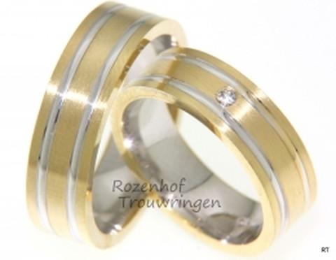 Een krachtig paar, deze 6,5 mm brede bicolor trouwringen. De strakke belijning van de glanzend witgoud en geelgouden ring benadrukt het krachtige ontwerp. In de dames trouwring is een schitterende briljant geslepen diamant van 0,03 ct. gezet.