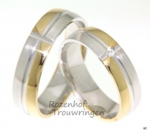 Spirituele, tweekleurige trouwringen van 5,5 mm breed. Het lijkt of een oneindig kruis de ring verdeeld in kleurvlakken. In het middelpunt vabn dit kruis is in de dames trouwring een briljant geslepen diamant van 0,04 ct gezet.