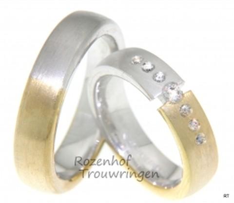 Exclusieve, bicolor trouwringen van 5,5 mm breed. Het warme, matte geelgoud gaat over in het koele, matte witgoud. De exclusiviteit zit in de dames trouwring. Deze is als het ware doorklieft. Een schitterende, briljant geslepen diamant van 0,1 ct lijkt de beide helften samen te houden. Deze grote briljant gaat vergezeld van 6 briljant geslepen diamanten van 0,02 ct.