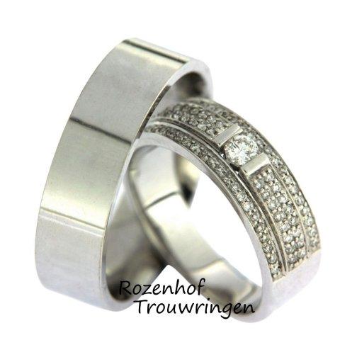 Imposante, witgouden trouwringen bezaaid met diamanten