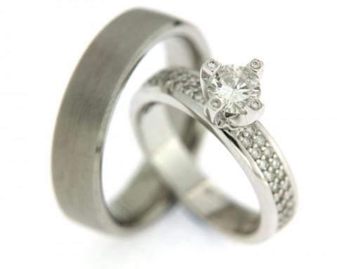 Bijzonder exclusieve trouwringen van witgoud met meer diamanten