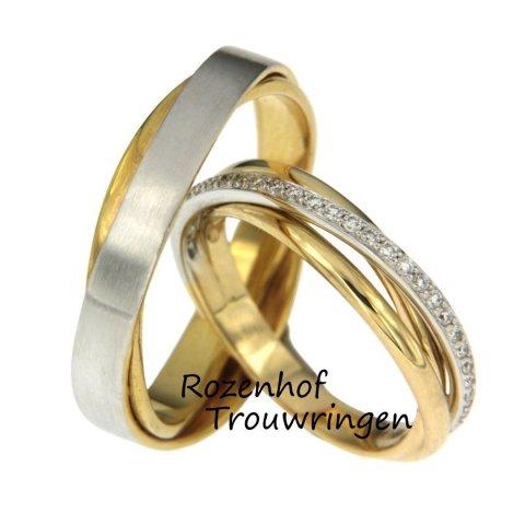Deze exclusieve trouwringen zijn uitgevoerd in wit- en geelgoud. In de damesring zijn maar liefst 30 sprankelende diamanten gezet van 0,22 ct. Deze stralende diamanten bevinden zich rondom de gehele ring en zijn briljant geslepen. De herenring daarin tegen bestaat uit twee lagen die elkaar schuin overbruggen, voor de rest is de herenring neutraal. Deze ringen zijn leverbaar in 9, 14 en 18 karaat goud.
