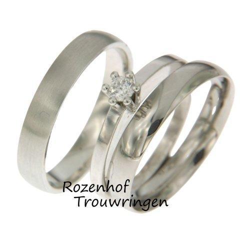 Er is weer iets nieuws ontdekt in trouwringenwereld, namelijk de triset. Een set die niet bestaat uit twee maar uit drie ringen, één voor hem en wel twee voor de bruid! Dit zijn een van de pareltjes uit onze trouwringenzee, dus kom gerust een keertje langs!