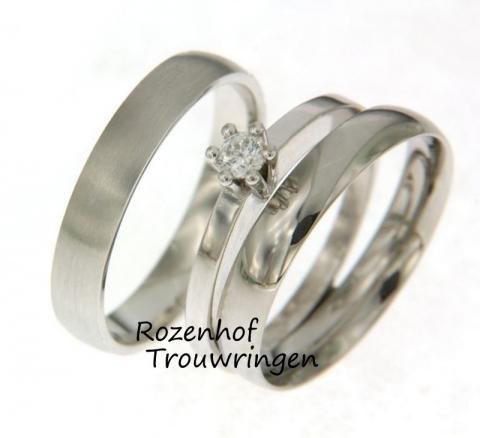 Er is weer iets nieuws ontdekt in trouwringenwereld, namelijk de triset. Een set die niet bestaat uit twee maar uit drie ringen, één voor hem en wel twee voor de bruid! Dit is een van de pareltjes uit onze trouwringenzee, kom gerust een keertje langs!