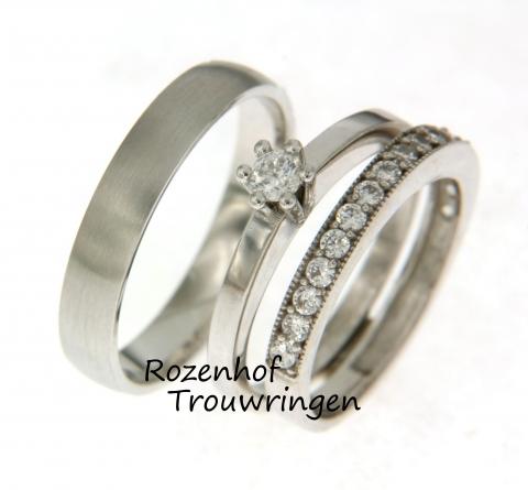 Waarom zou je voor één of twee trouwringen kiezen als je ook voor drie kunt gaan? Deze trouwring is daar zo