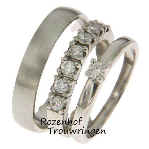 Een prachtige triset, een trouwring die bestaat uit 3 losse ringen. Want waarom zou je voor 1 ring kiezen als je ook voor 3 kunt gaan? Deze triset is enthousiast versierd met diamanten en zal stralen om je ringvinger!