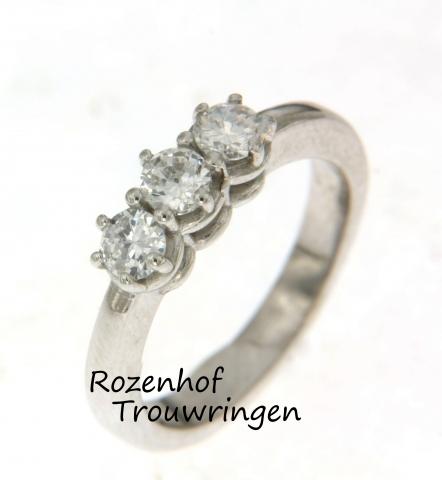Witgouden verlovingsring met drie diamanten!