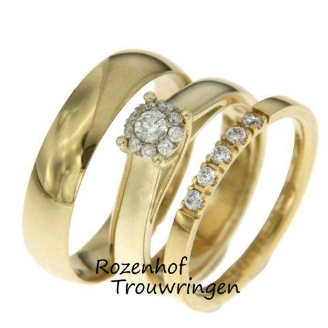 Dé trend in trouwringenwereld: Trisets! Een trouwringenset die bestaat uit wel drie ringen, waarom ook niet? De triset op de afbeelding is vervaardigd uit geelgoud en prachtig gecombineerd. De diamanten maakt deze triset nog eleganter!