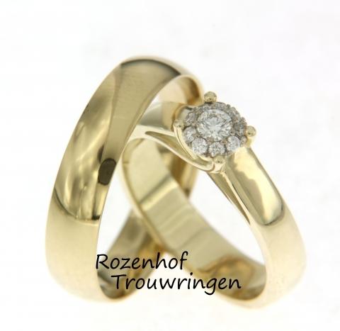 Mooie trouwringen uitgevoerd in geelgoud en gepolijst afgewerkt. De ring voor hem is geheel glanzend en zeer neutraal, maar de trouwring voor haar daarentegen is prachtig versierd met diamanten in een bijzondere zetting!
