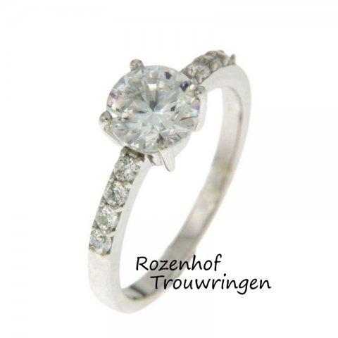 Dé diamanten verlovingsring uit de collectie van Rozenhof Trouwringen. Een echte eyecatcher!
