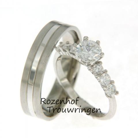 Zijn jullie ook op slag verliefd bij het zien van deze trouwringen? Witgoud, altijd stylish en past bij iedereen! Maar de vonk sloeg waarschijnlijk over door die stralende diamant in de trouwring van de bruid. Erg mooi, al zeggen we het zelf..