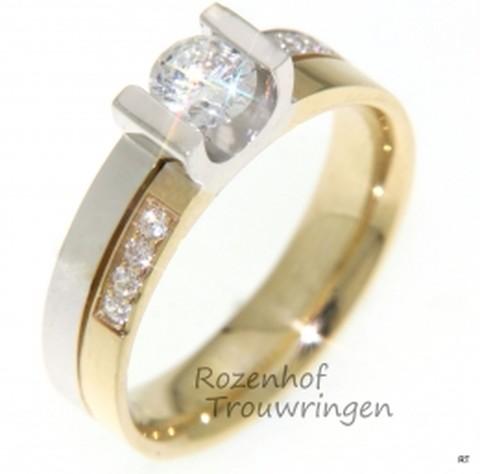 Stijlvolle verlovingsring in twee kleuren met diamanten