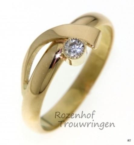 Sierlijk vormgegeven geelgouden verlovingsring