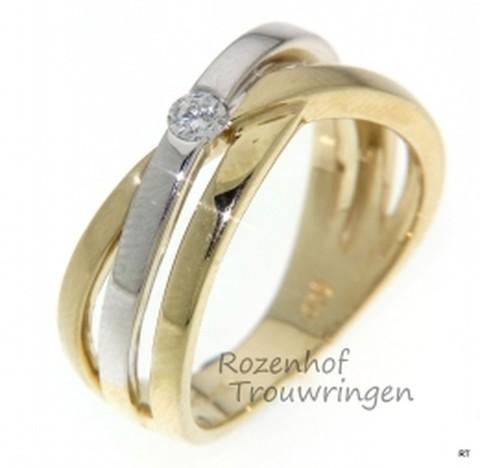 Verlovingsring in geelgoud en witgoud met 1 schitterende diamant, briljant geslepen.