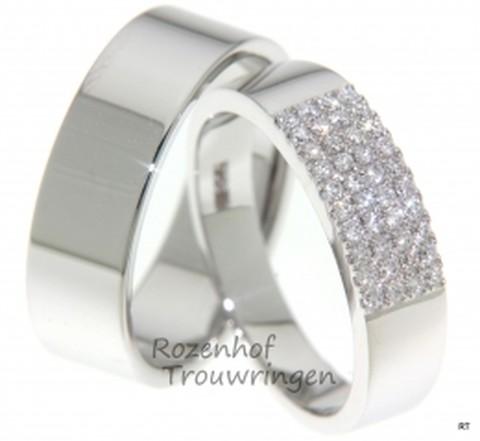 Strakke, witgouden trouwringen met schitterend veld van diamanten