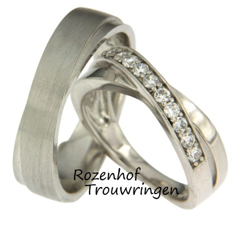 Mooie witgouden trouwringen met diamanten als ijskristallen