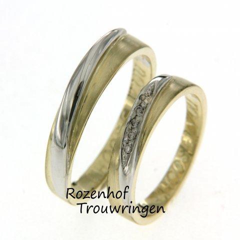 Deze smalle trouwringen zijn uitgevoerd in twee kleuren! Namelijk witgoud en geelgoud. De ringen zijn erg speels door hun vorm. Rozenhof Trouwringen.